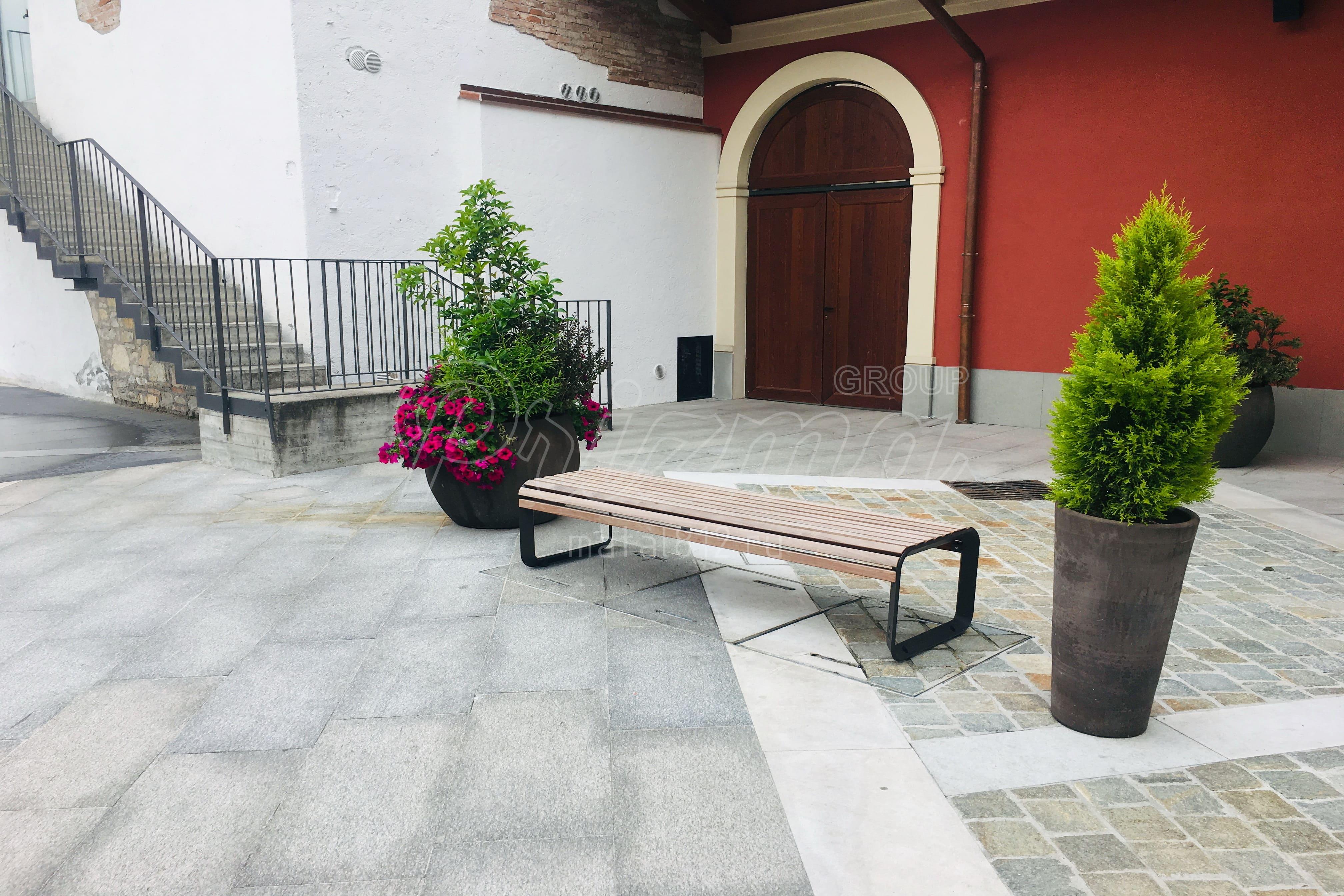 Монтаж садовой и парковой мебели