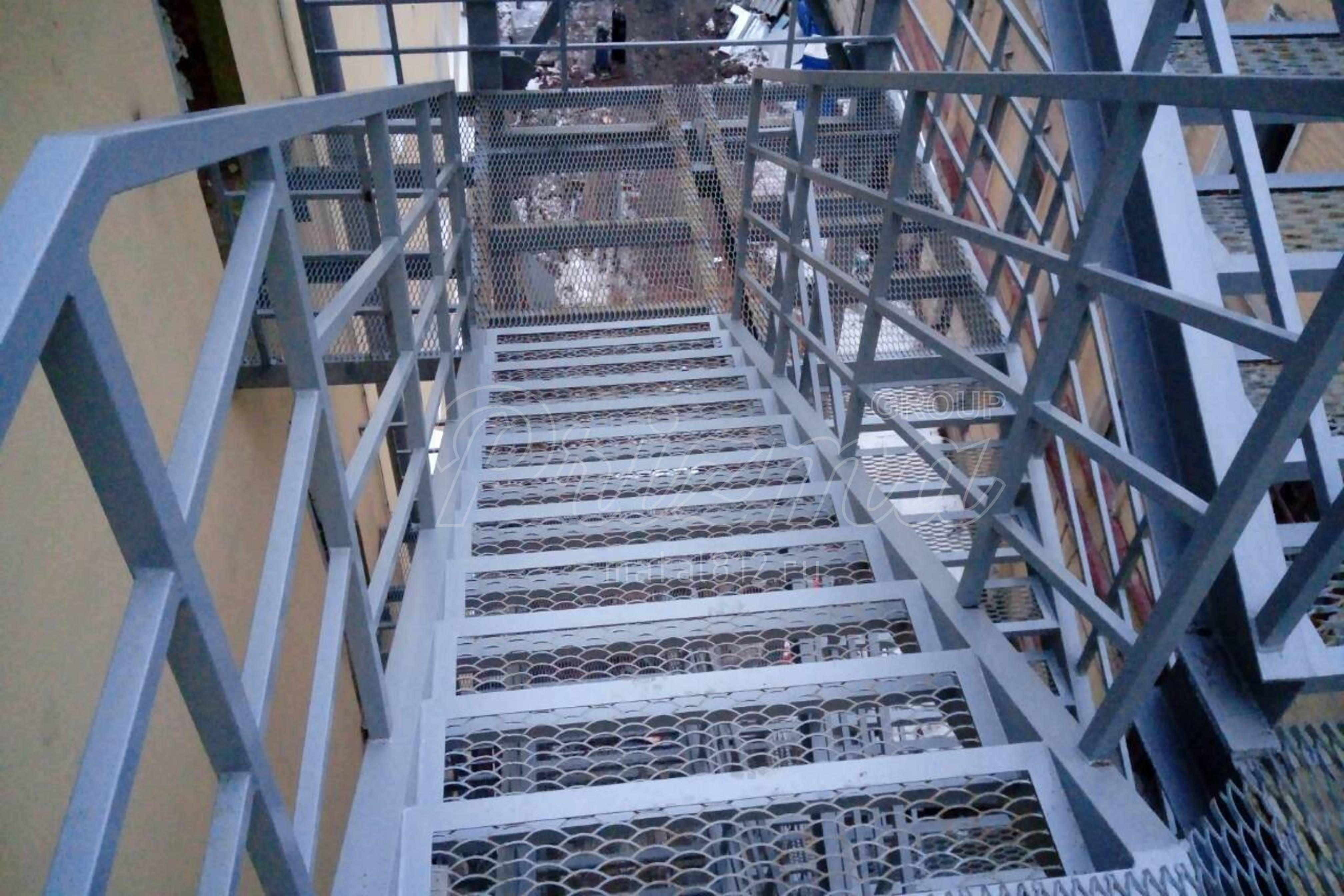 Оцинкованное ограждение пожарных лестниц П2