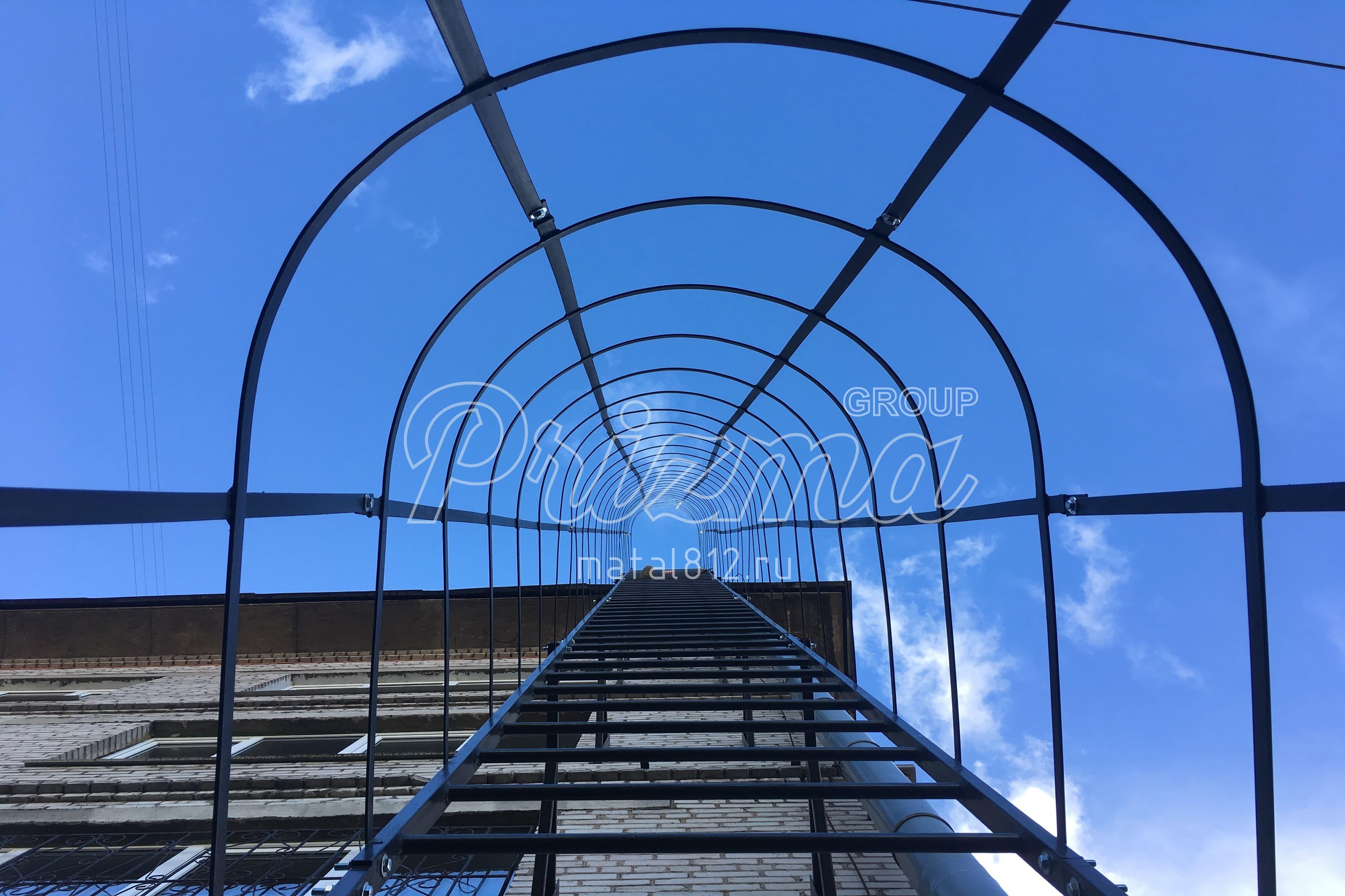 Ограждение вертикальных пожарных лестниц