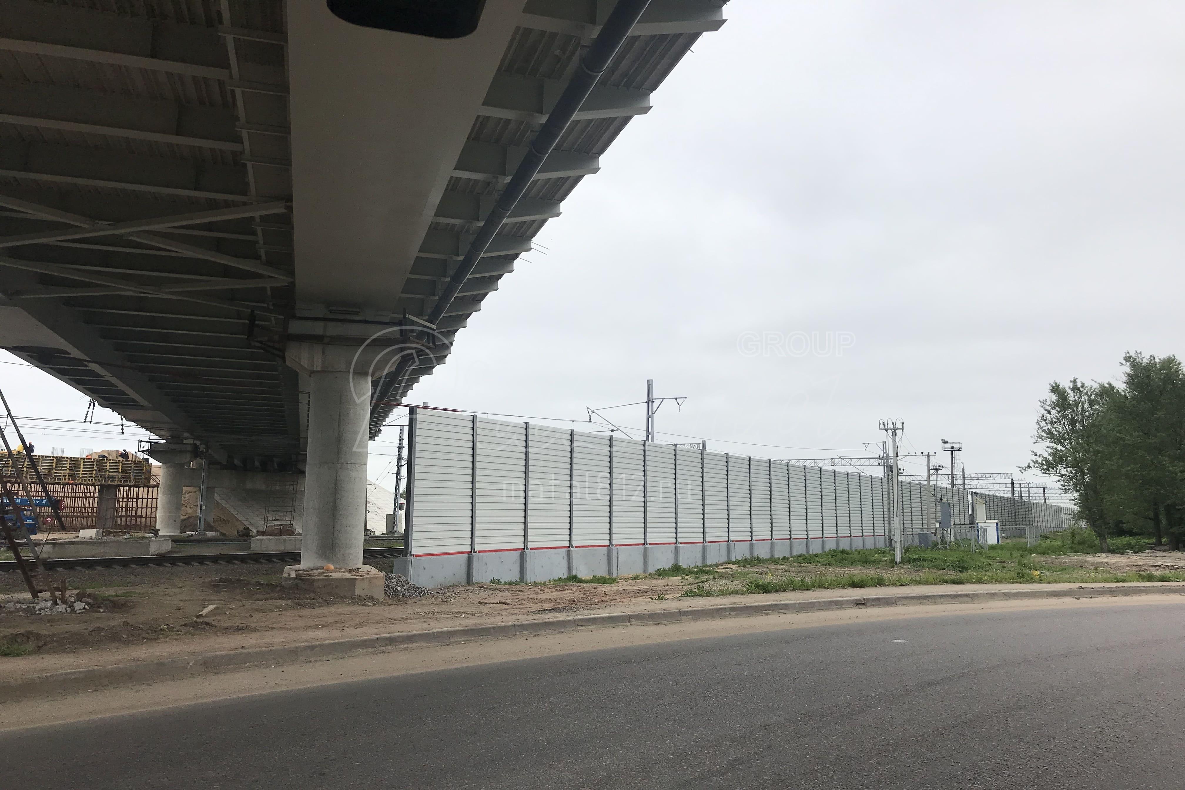 Ограждения от шума вдоль железной дороги