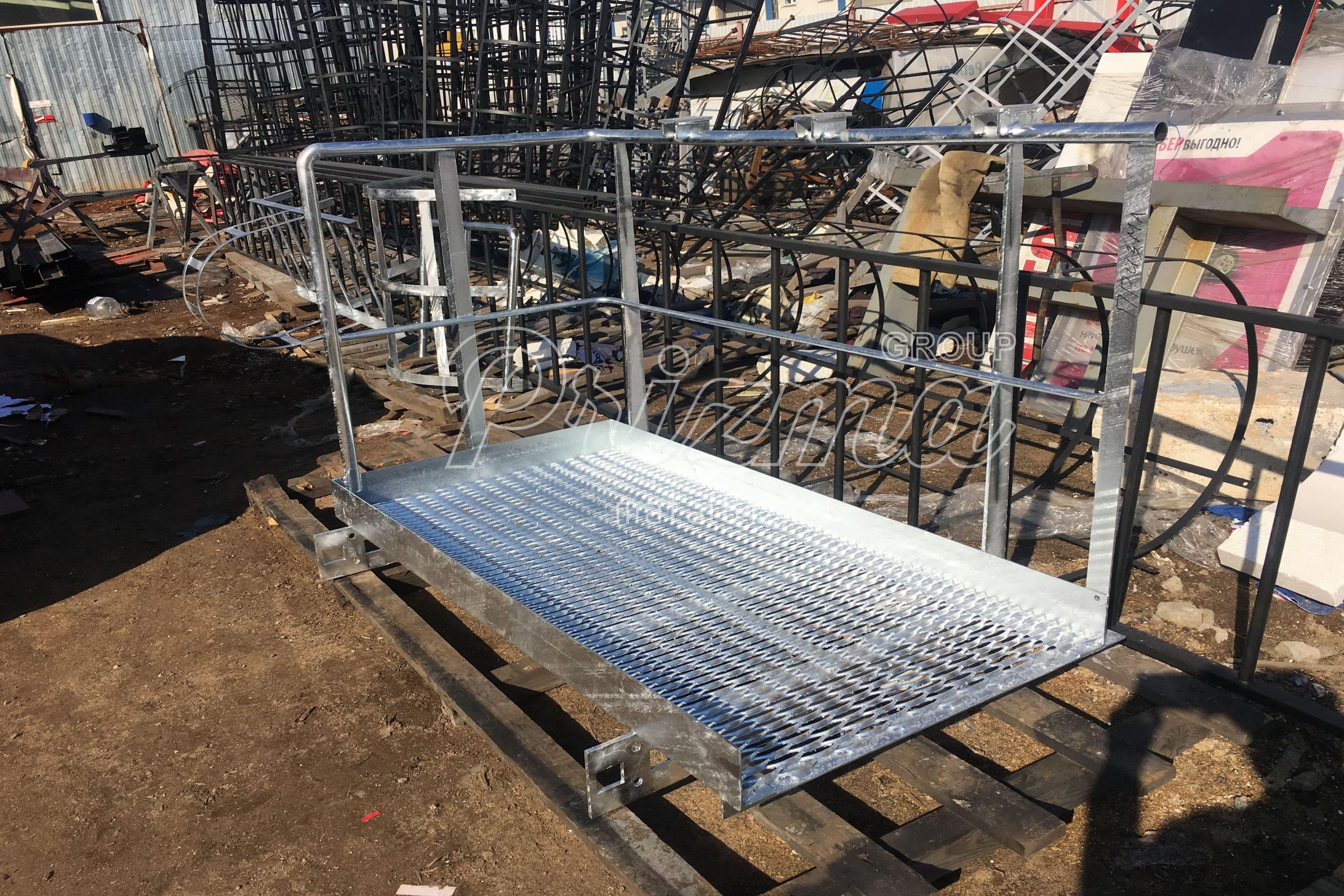 Оцинкованная стальная лестница П1-2